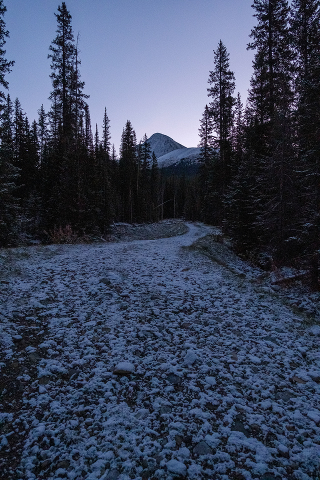 A cold morning on the trails to the Headwall Lakes access.