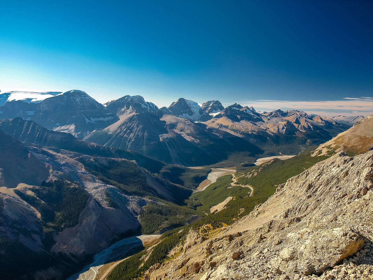 A wider view north over hwy #93 and the northern Columbia Icefields area.