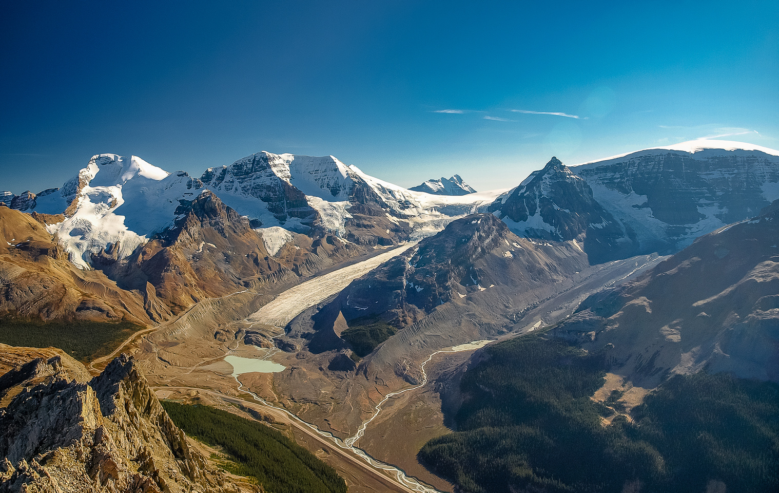 The view includes Athabasca, Andromeda, Sunwapta Lake, Athabasca Glacier, Bryce and Snow Dome (L to R).