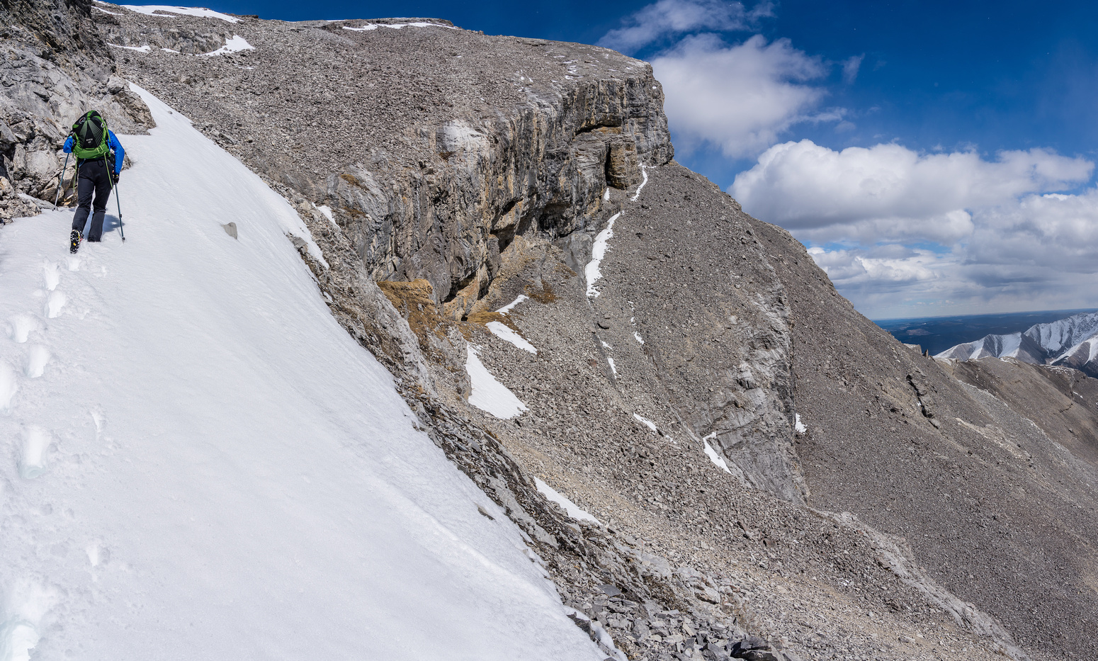 Turning back up the SE gully, finding a route to the upper SW summit ridge. Our ledge at lower right