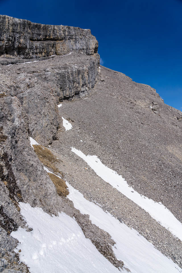 Looking up the ledge along the cliffs to the SE ridge.