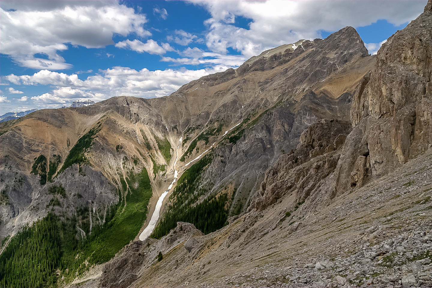 This is the view from the col. I aimed for the promontory at lower left of center and went right.
