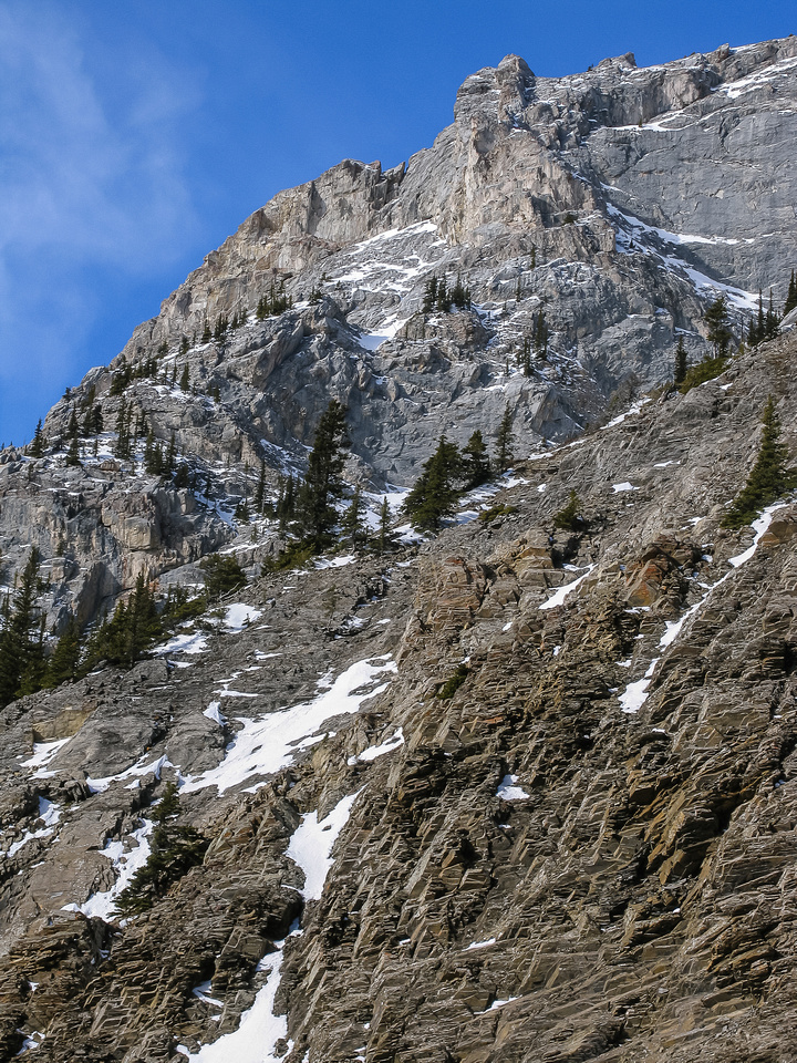 Steep cliffs line the ascent gully.