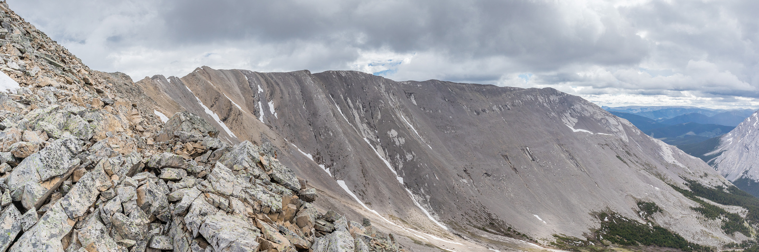 Views along the SW ridge towards the summit and the SE ridge.