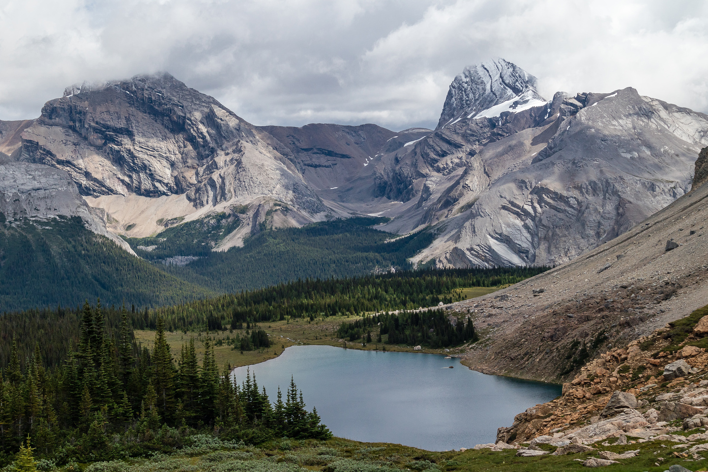 Cataract Peak looms large across Fish Lakes.