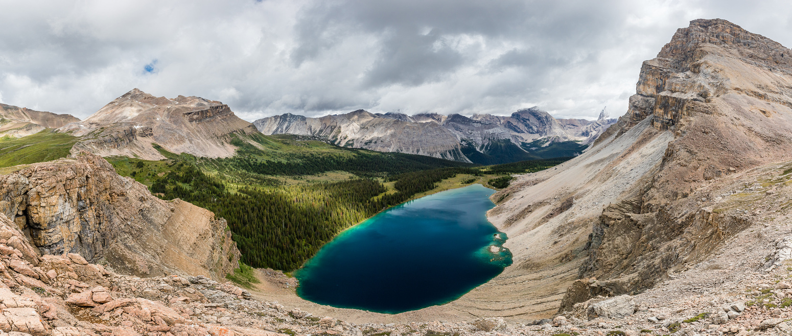 Stunning views over the Upper Fish Lake. Molarstone at left, Minnow at right, Cataract at distance.