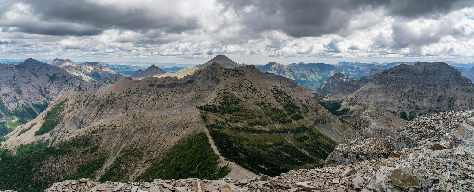 Syncline (L), Gravenstafel, Boot Hill, Haig and Middle Kootenay (R).