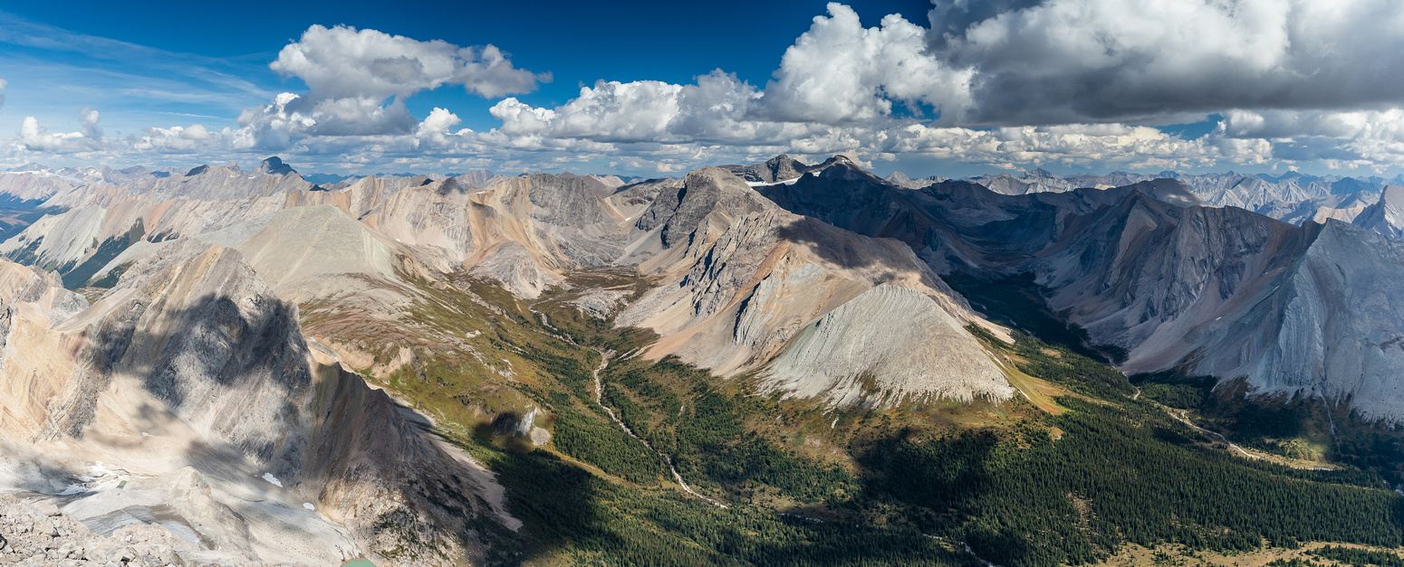 Stunning views over Pulsatilla Pass (L) and Badger Pass (R).