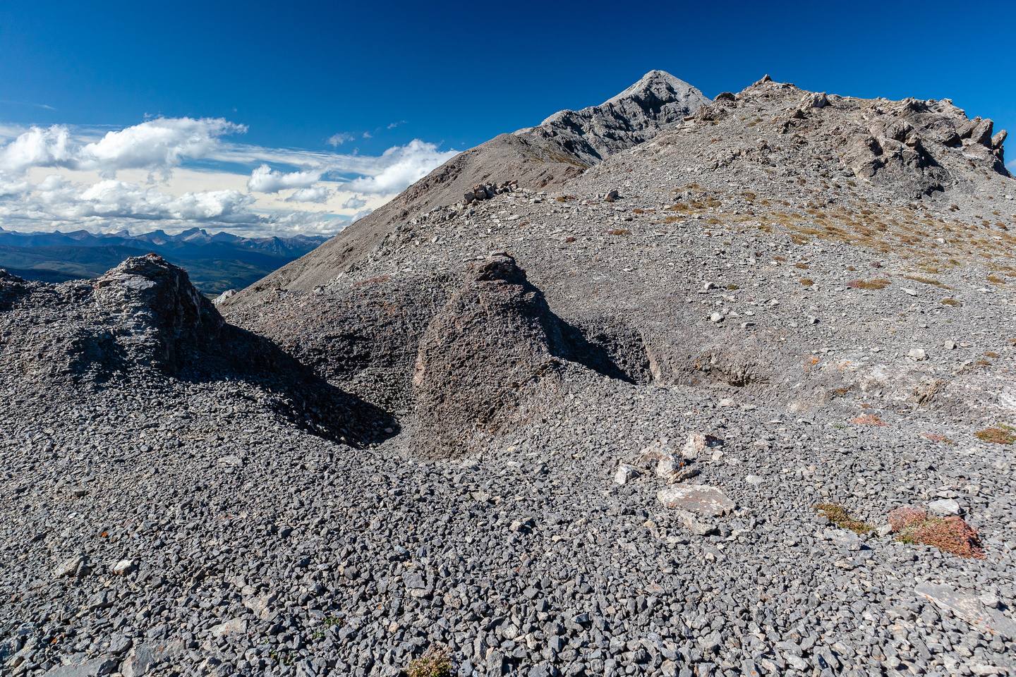 Interesting terrain as I walk to the south ridge of Sentry Mountain.
