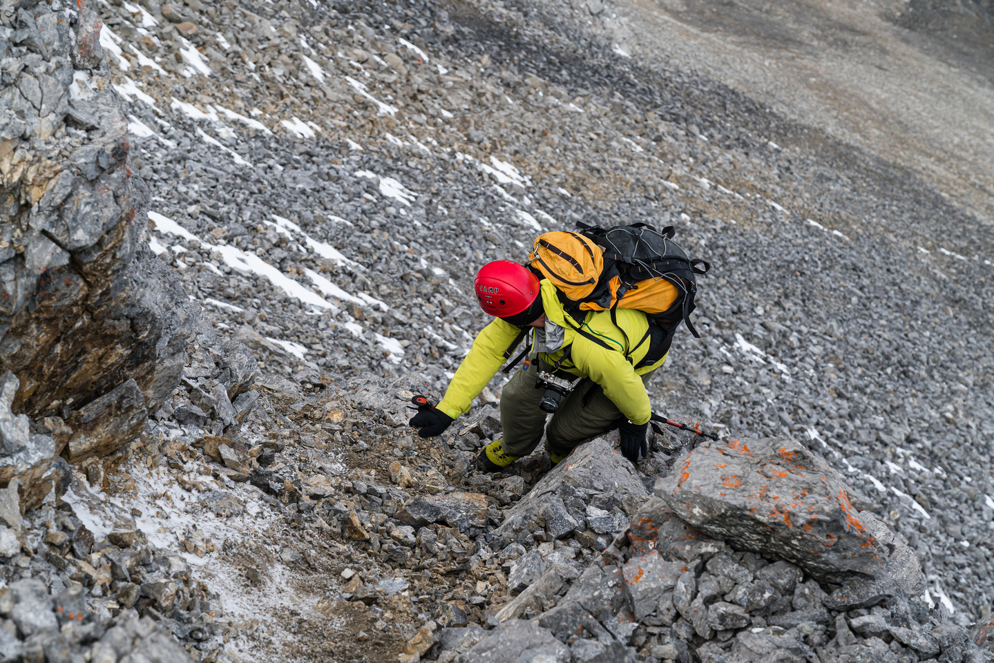 Wietse descends the moderate crux on Mount Lillian.
