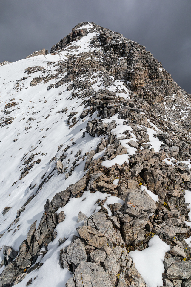 Ascending the easy south ridge to the summit.