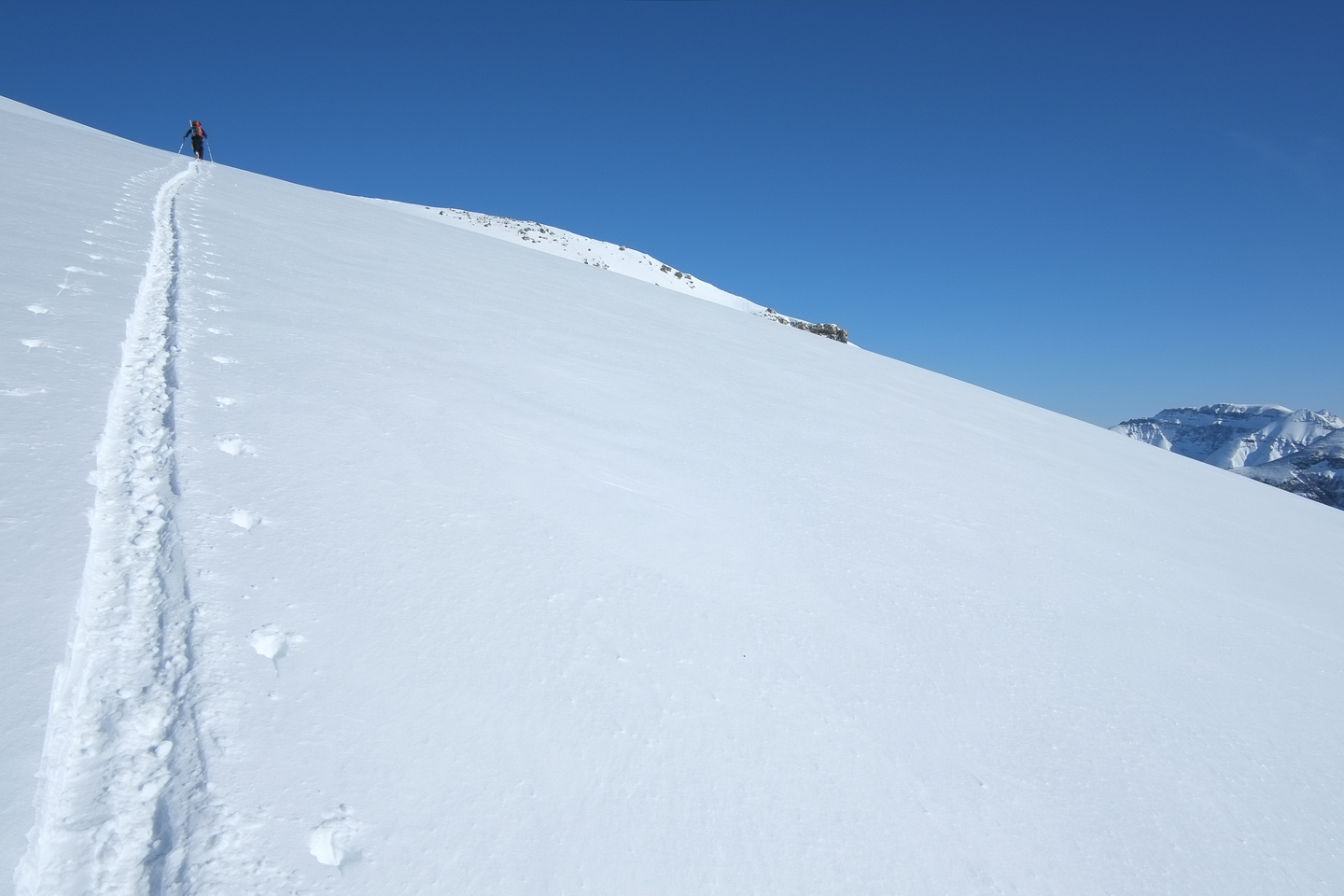 Starting to ascend to the summit ridge now.