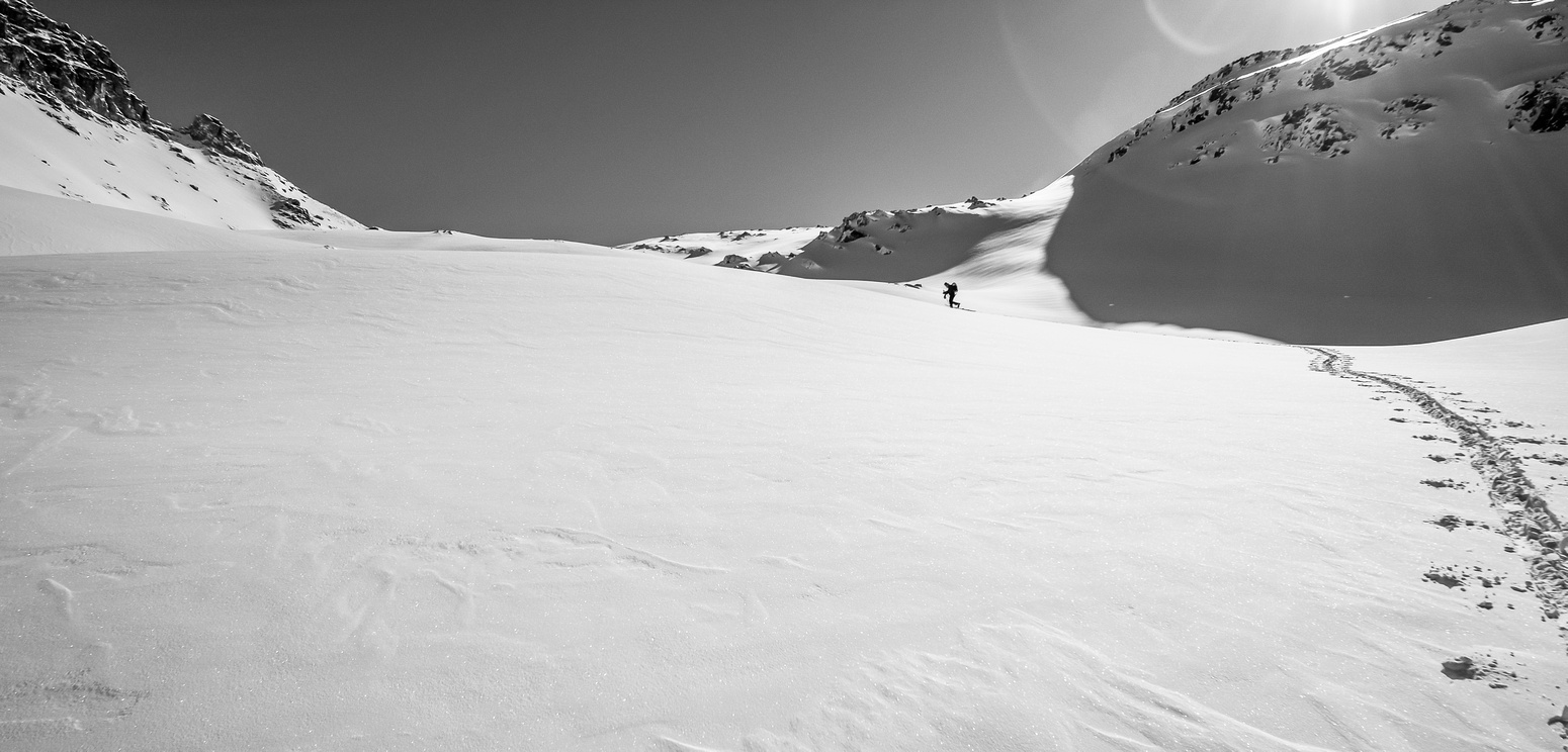 Skiing up to the Puzzle / Dolomite col.