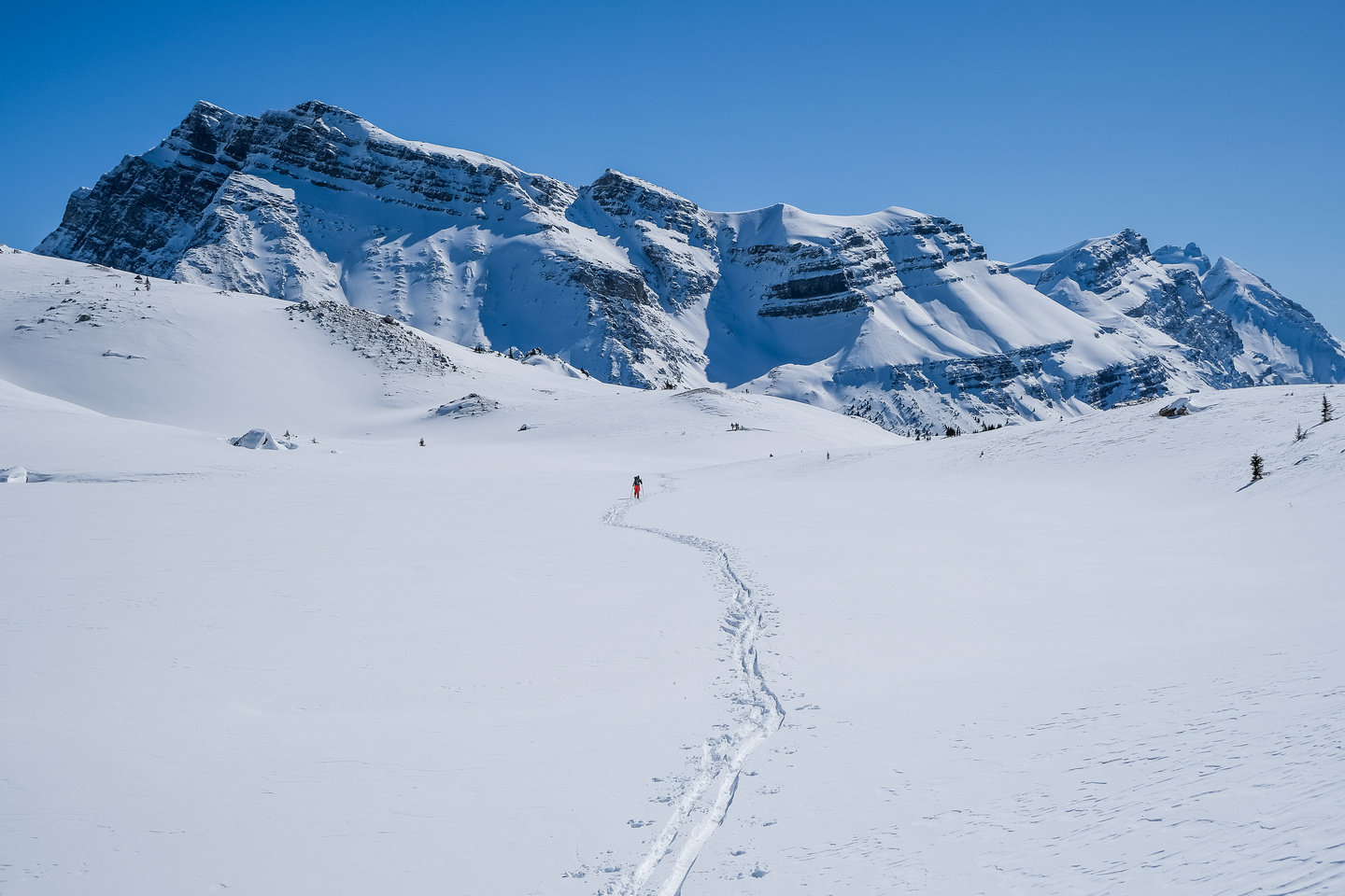 Skiing down the hanging valley towards Mosquito Creek.