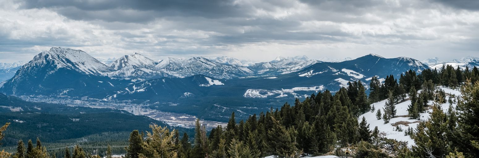 Nice views over Blairmore and Coleman towards the Castle Wilderness at center distance.