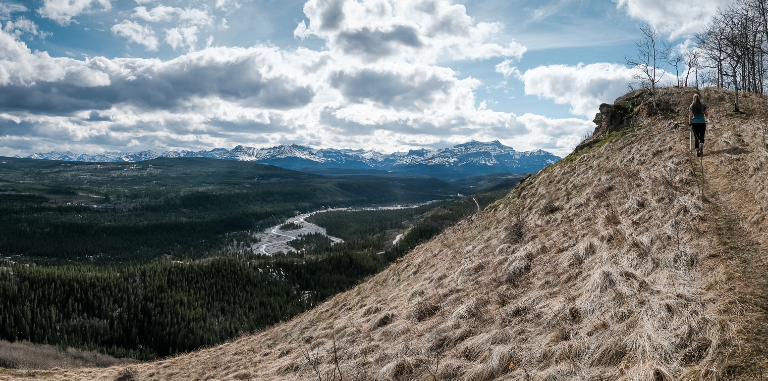 The trail hugs the western edge of the SE ridge granting great views over the Ghost River.