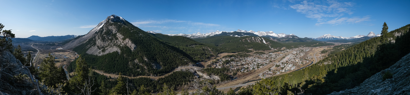 Great views over the Crowsnest Pass area.