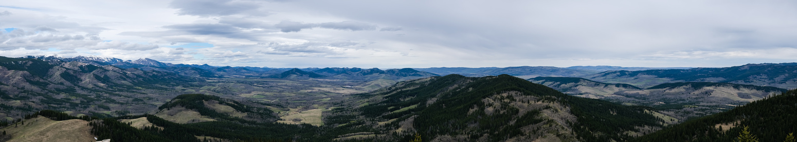 The Livingstone Range at left and Porcupine Hills at right.