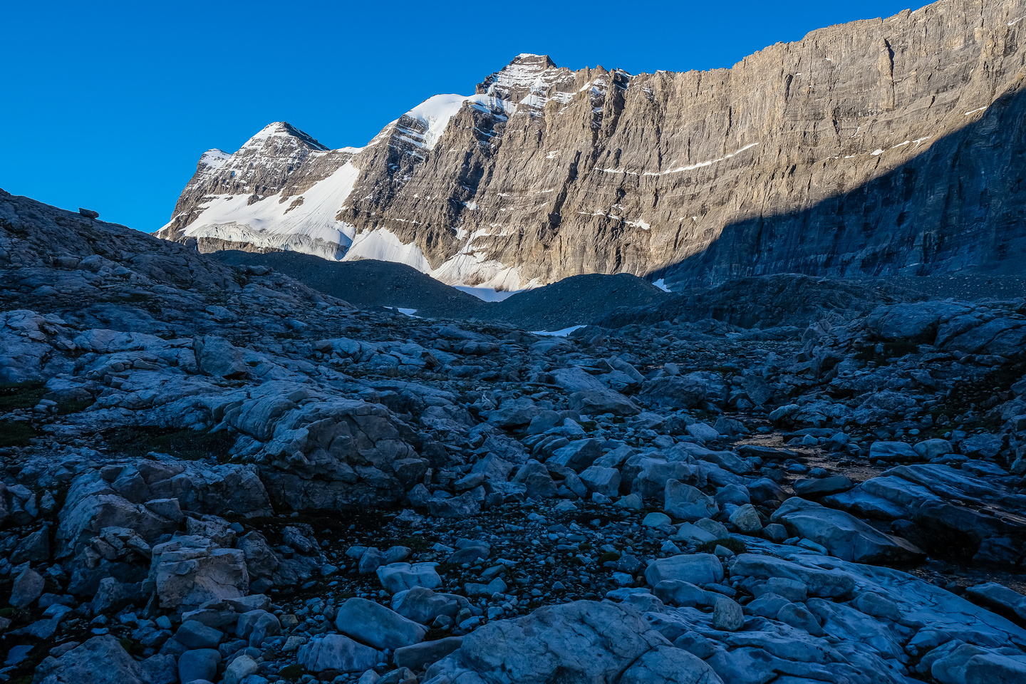 Hiking up the lovely karst valley between Harris and the impressive east wall of Willingdon.