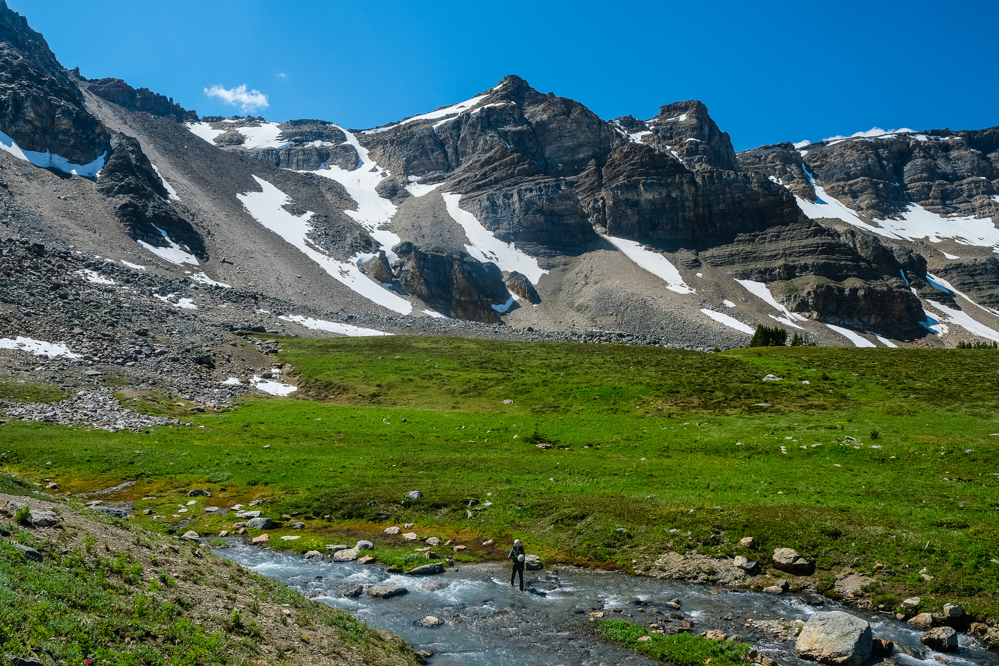 Crossing the Siffleur River valley back to the Quartzite Col.