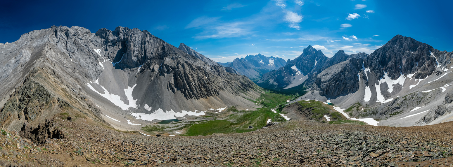 Tombstone North and South (L), Rae, Elpoca and Schlee (R) from Piper Pass Peak.