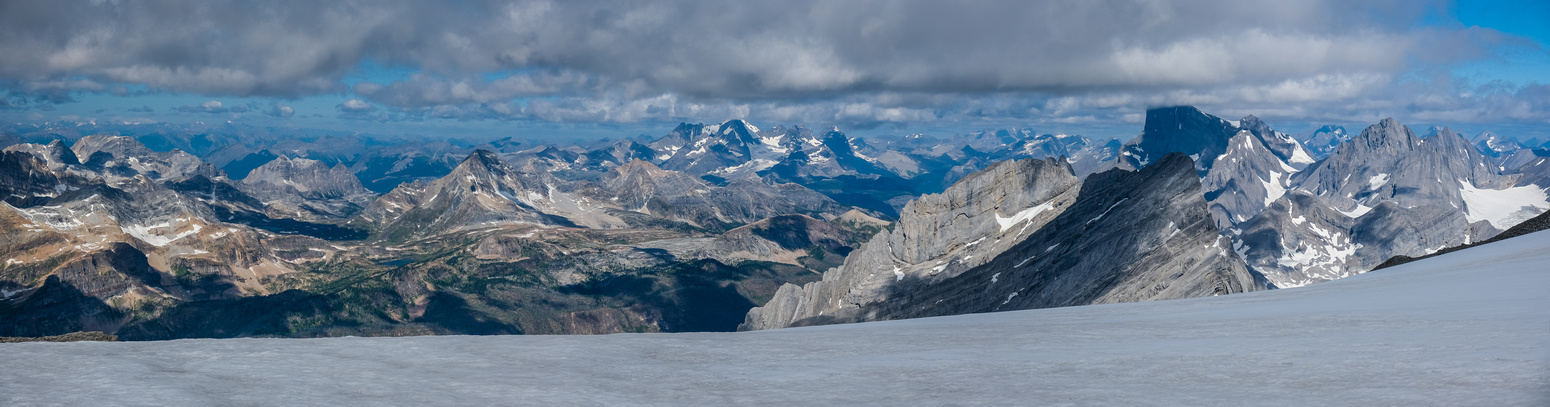 Incredibile views past the Limestone Lakes and over Sylvan Pass to the Royal Group.