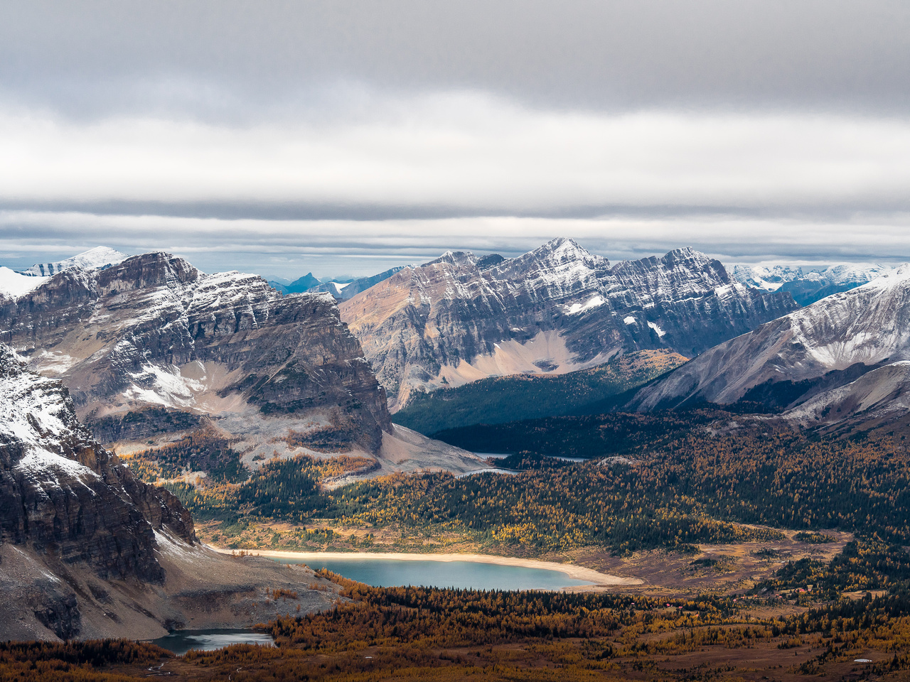 Pretty good views over Gog Lake (L) and Lake Magog past Sunburst Peaks (L) towards Indian Peak.