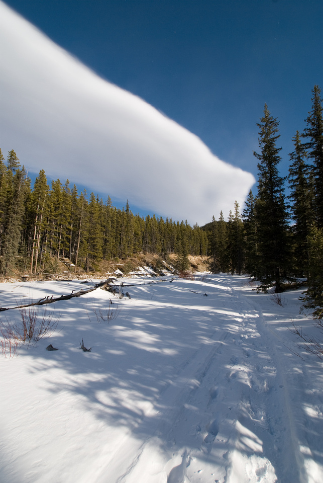 Another cool shot of the high Chinook clouds and the trail back to Burke.
