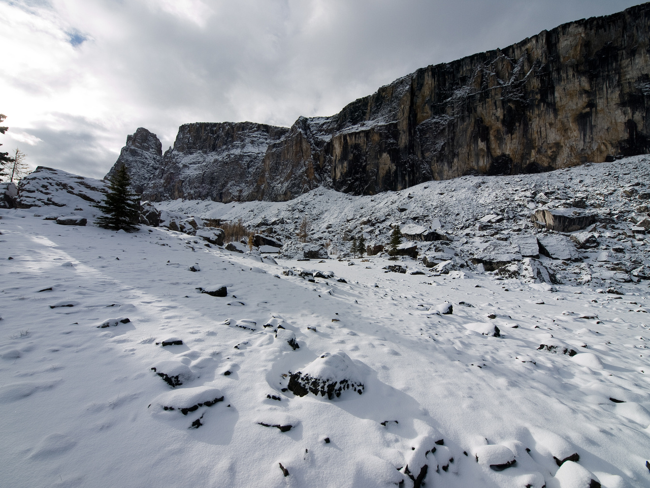 A wide-angle view of the cliffs again - this time from Rockbound Lake.