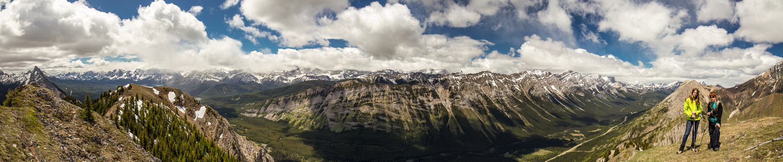The Kananaskis Range at right with the Joffre Range at left and the Kananaskis Range at center.