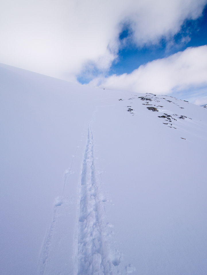 Ascending to the Baker col.
