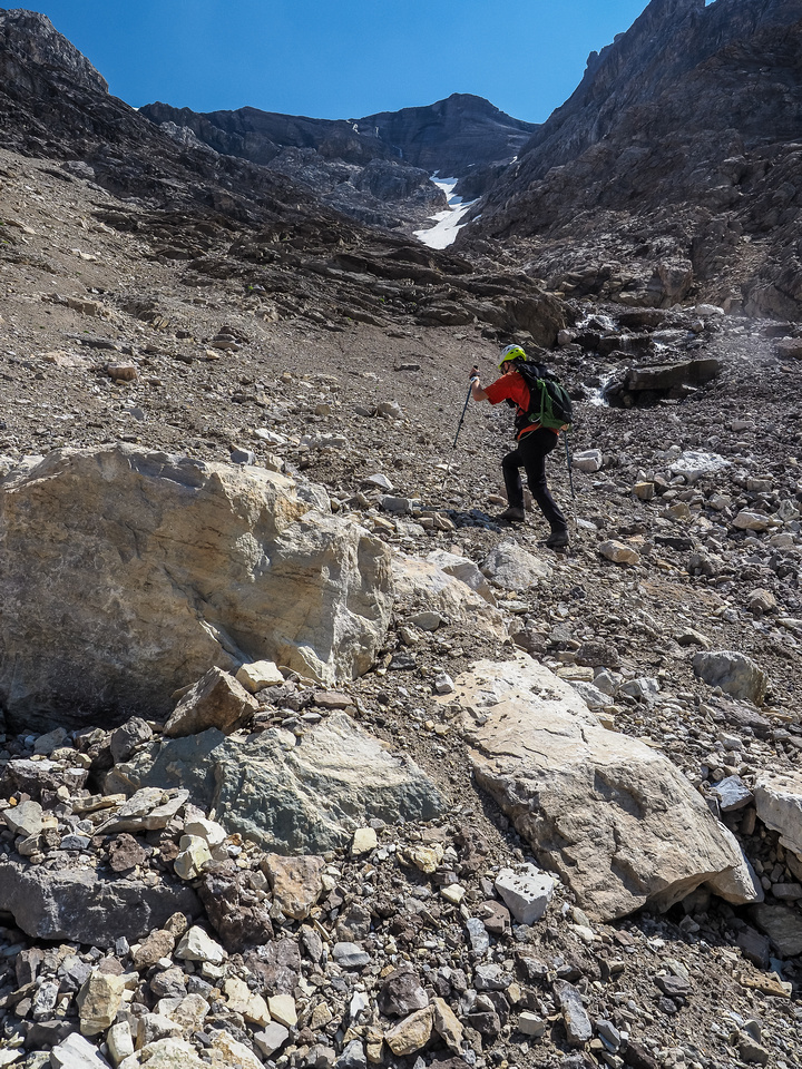 The gully granting access to the west face and summit of Cataract.