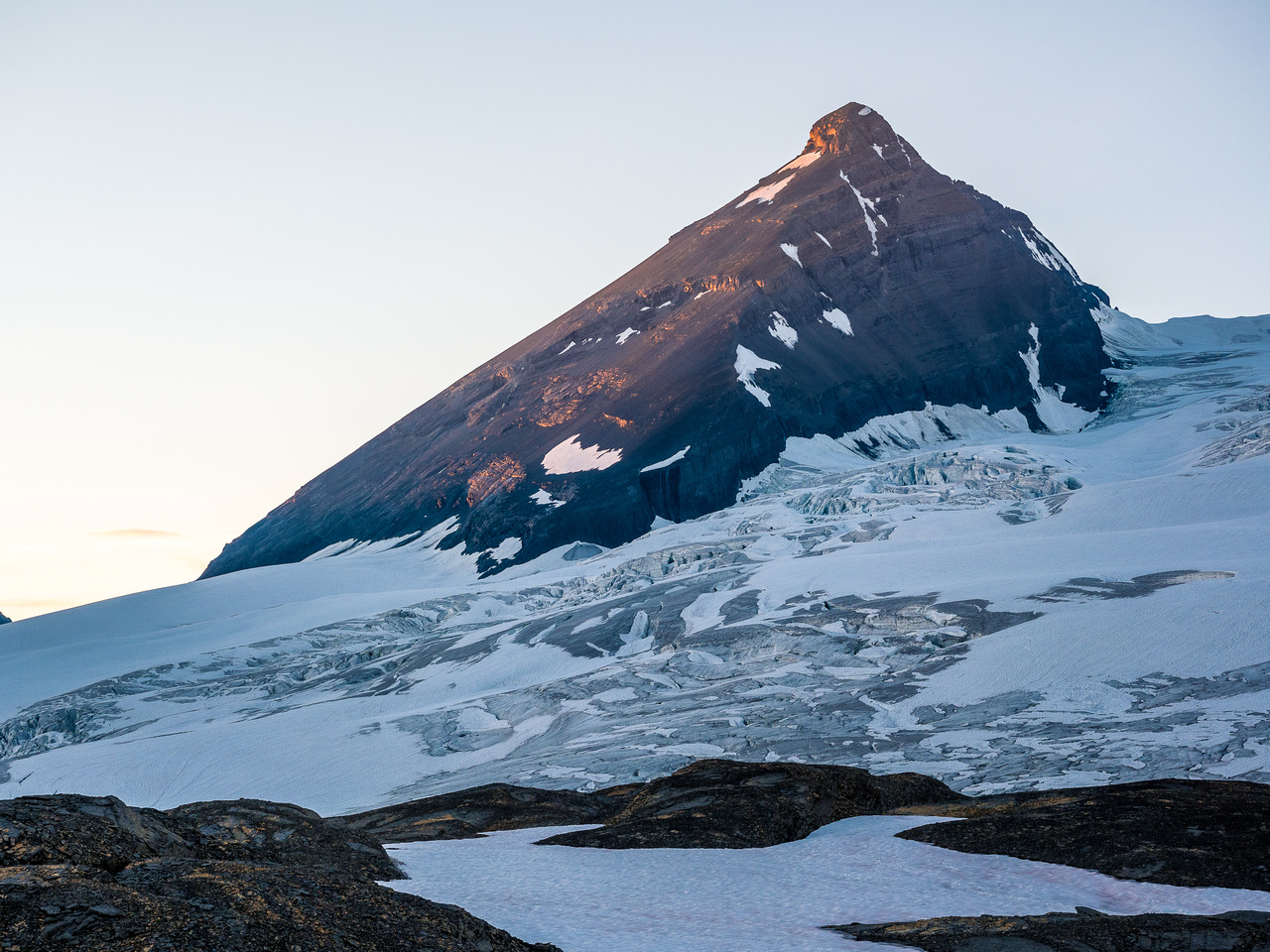 A lovely sunset on Mount King Edward is 2km and 2hours away yet.