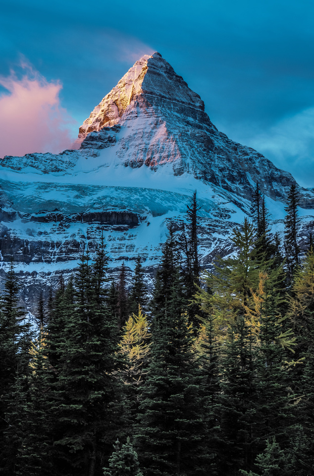 The gorgeous Matterhorn of the Rockies rises over the surrounding area like a king.