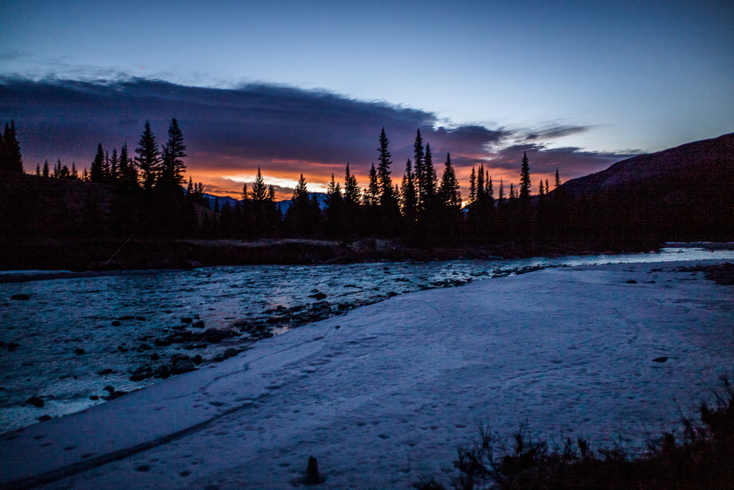It's still fairly dark after our crossing of the Red Deer River.
