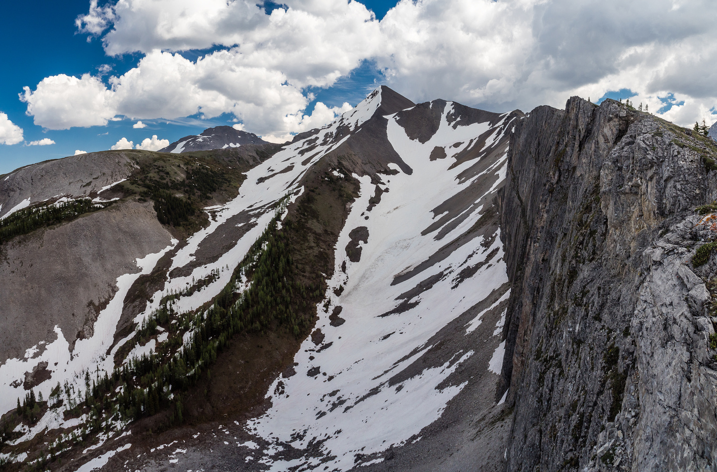 Looking back along Owl Ridge (R) towards Owl Peak. Mount Turner to the left in the distance.