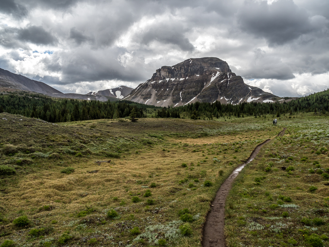 A moody hike towards Citadel Pass and Peak.