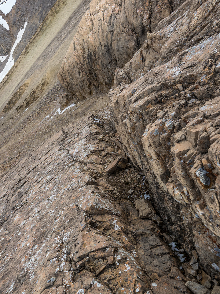 A rare case where I descended around an obstacle on the ridge crest - I found this nice crack to descend.