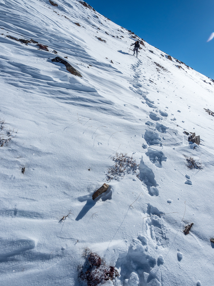 We avoided the worst wind loading by venturing out on the south side of the ascent slopes.