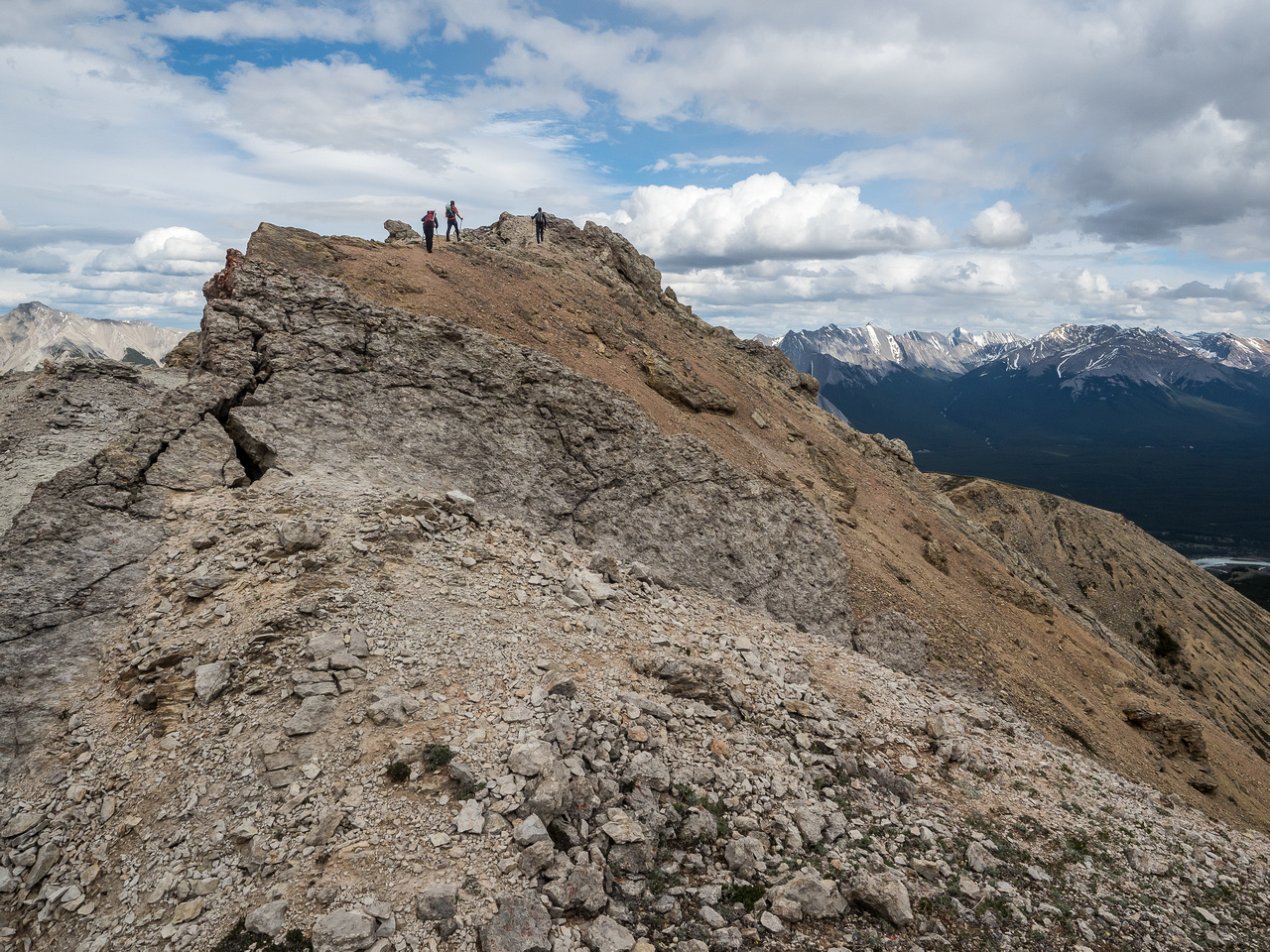 Easy scrambling towards Tuff Puff. If you hike Tuff Puff, you should continue a ways up the ridge beyond for more fun and even better views.
