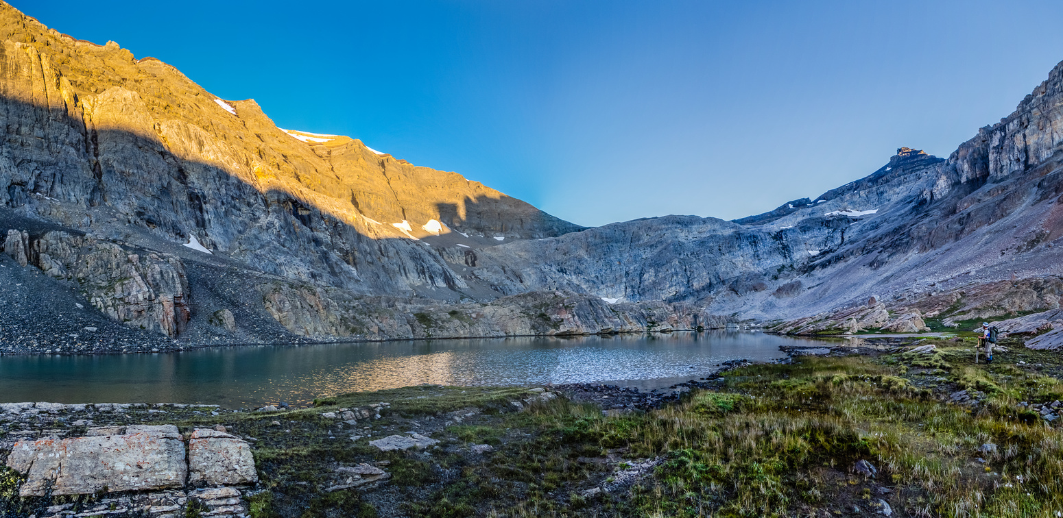 Sun rise on the cliffs above as we get to the alpine tarns and the bivy site.