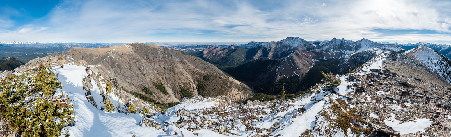 Looking east (L) and south (R) from the first summit over Table Top, Prairie Bluff, Gladstone, Larry, Frankie, Castle Peak and the second Whistable Peak at right.