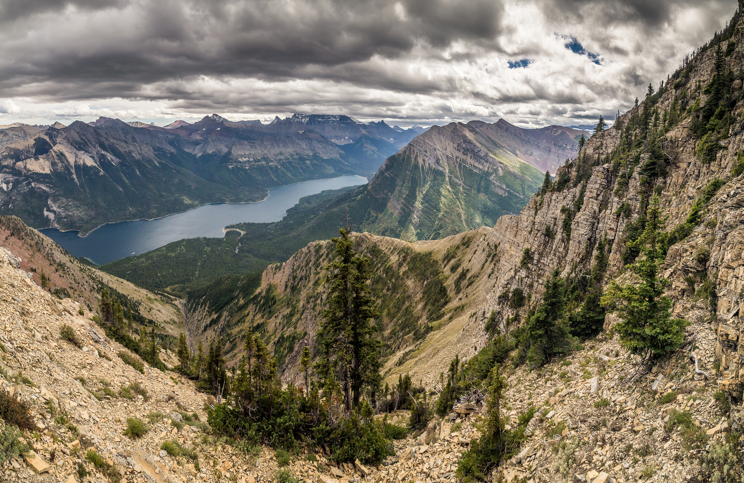 Another great view towards the SE ridge, Upper Waterton Lake and along the traverse (R).