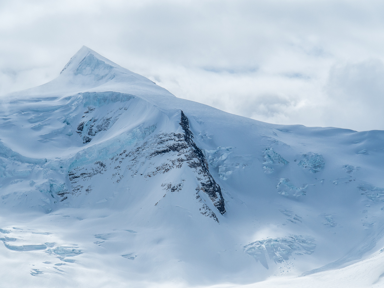 Resplendent is a well-named peak. Look at her gorgeous snow and ice summit - how can you not want to ski that?!