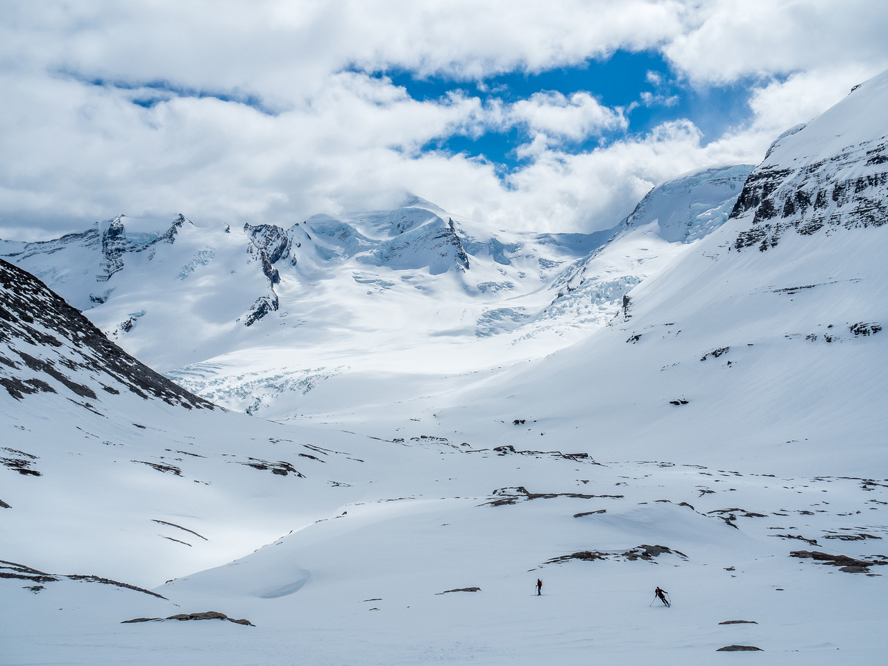 Mike skis towards Ben with Resplendent and the Robson Glacier in the background providing a dramatic scene.