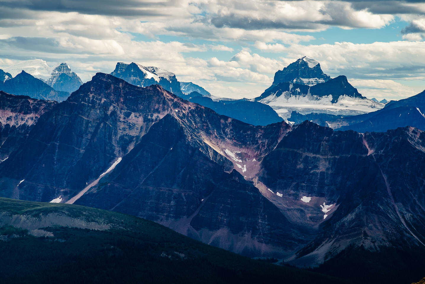 Great views of North Twin, Twins Tower, Woolley, Diadem and Alberta.