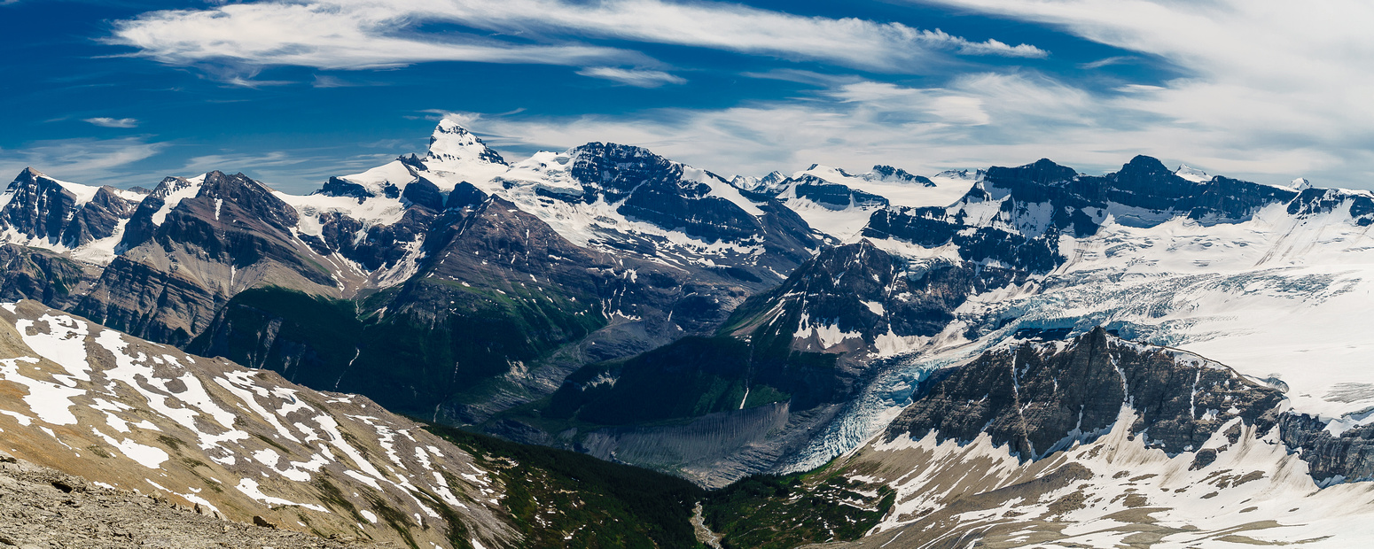 A shot over the Lyell Meadows and the impressive ice fall from the Lyell Glacier towards Mount Forbes.