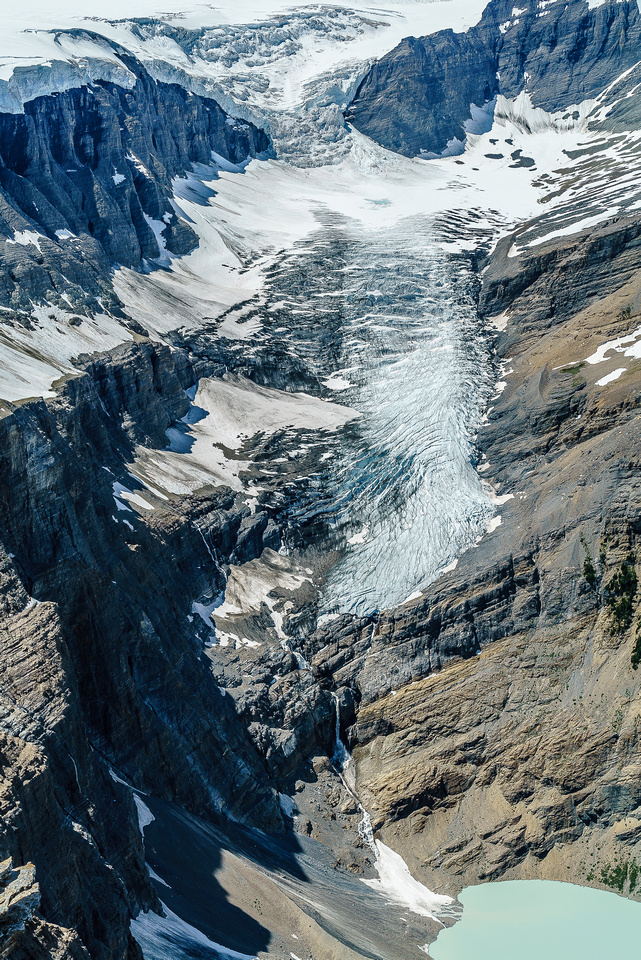 The Lyell Glacier plunges hundreds of meters to Arctomys Lake in a series of impressive waterfalls.