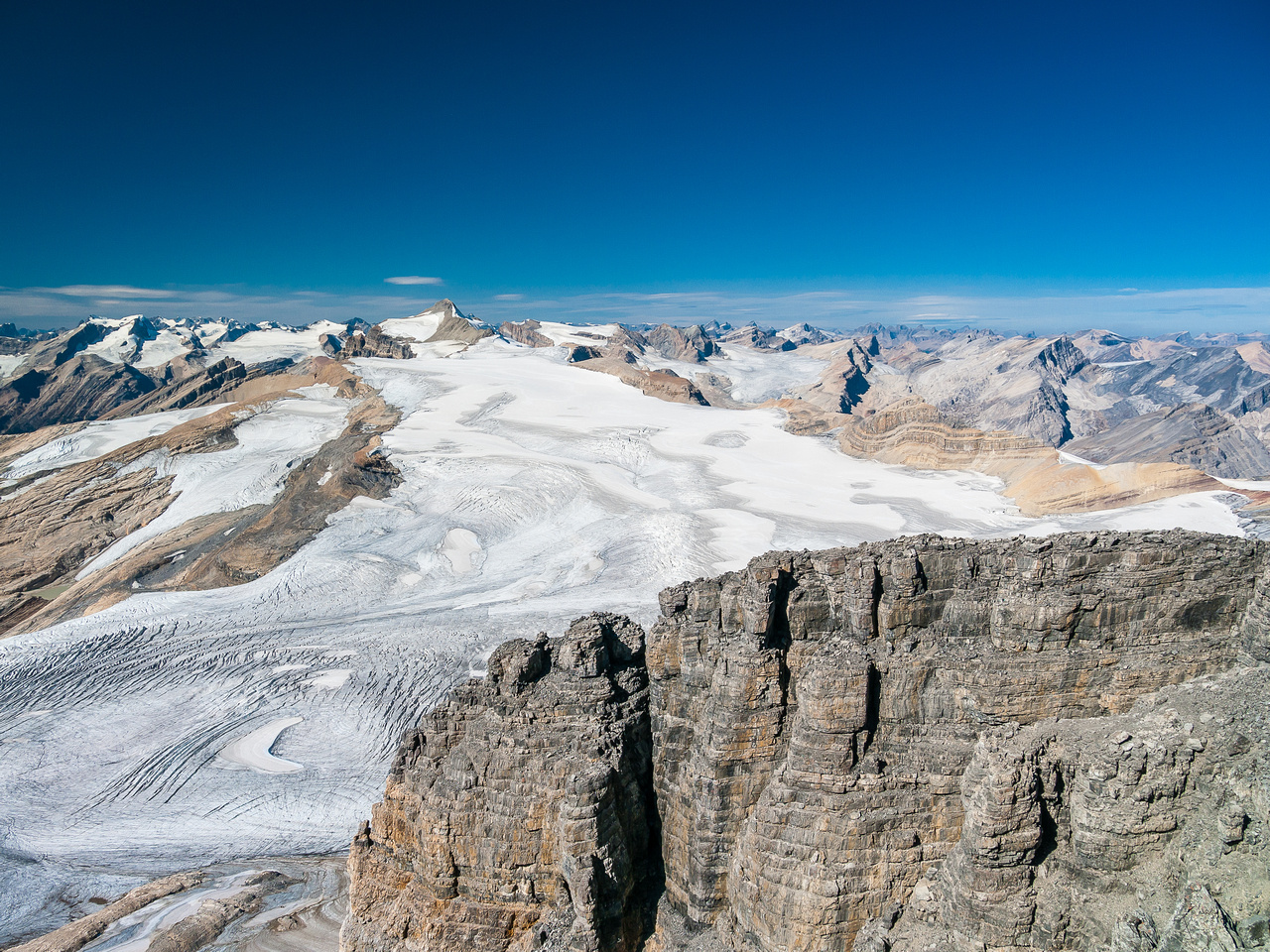 The Waputik Icefield rises towards Balfour.