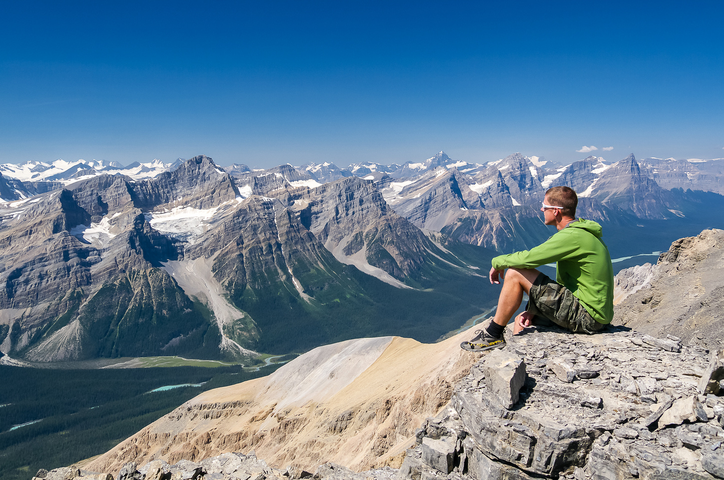Relaxing on a very pleasant summit.